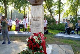 Minsk shahrida shoir Alisher Navoiy byust haykali o'rnatildi
